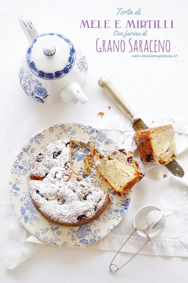 TORTA DI GRANO SARACENO, MELE E MIRTILLI