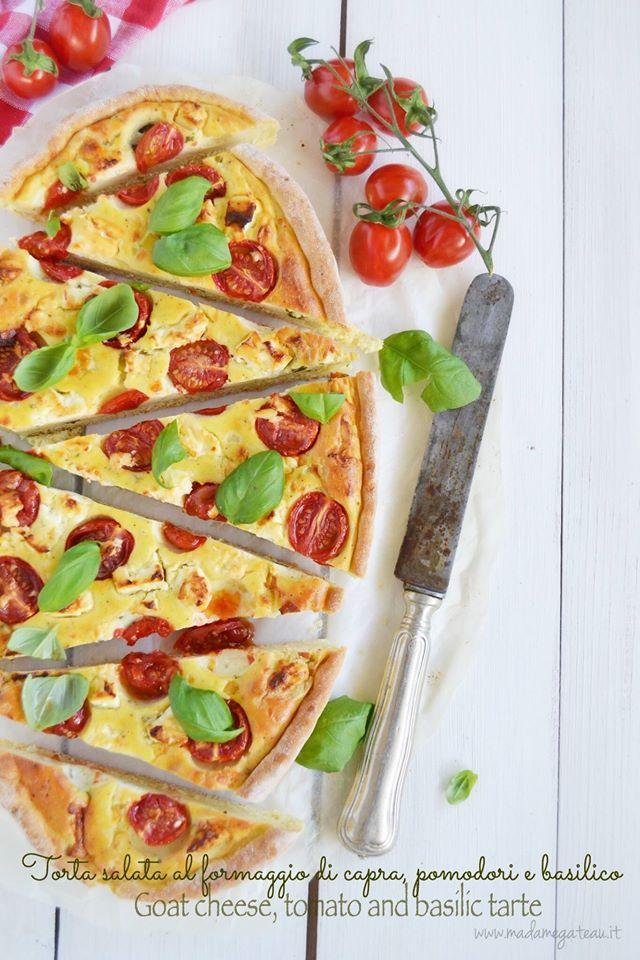 Torta formaggio di capra, pomodori e basilico
